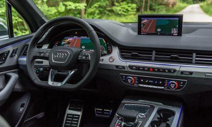 Tableau de bord de l'Audi SQ7 en location dans le Calvados