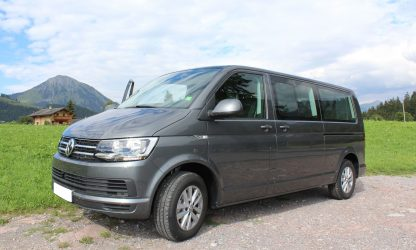 Location voiture minibus Calvados - Volkswagen Caravelle de profil
