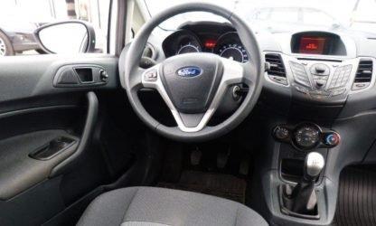 Location voiture SUV Calvados - Ford Fiesta - intérieur et tableau de bord