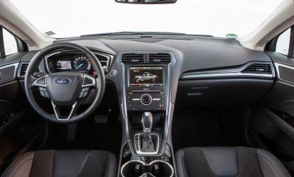 Location voiture Berline Calvados - Ford Mondeo - intérieur et tableau de bord