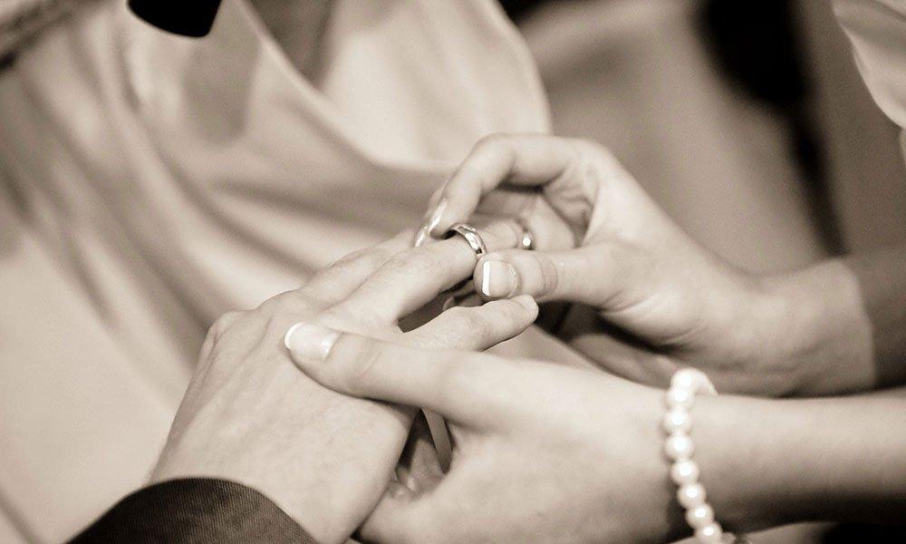 Location de voiture pour un mariage proche de Caen. Pour que le jour de votre mariage se passe à la perfection, découvrez les raisons pour lesquelles la location d'une voiture pour votre mariage est essentielle.